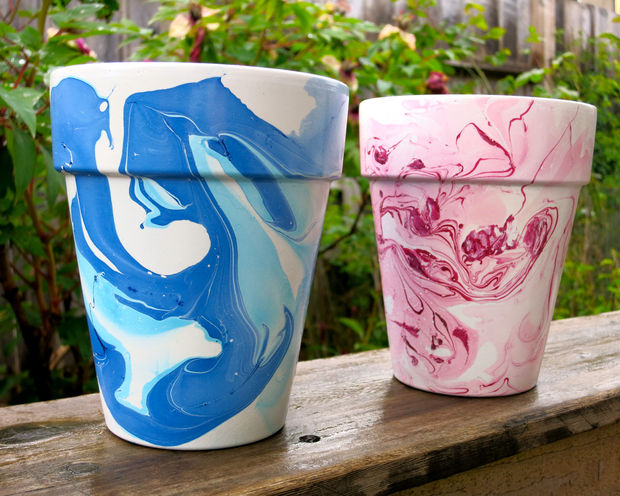 Decorate your flower pots with nail polish marbling