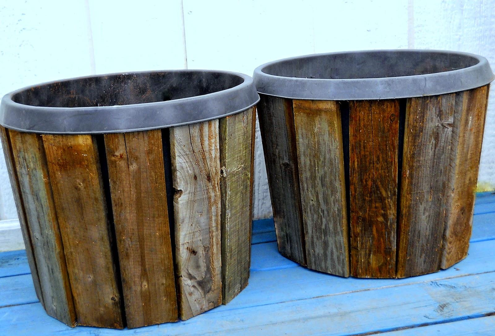 Nail on slats of pallet wood