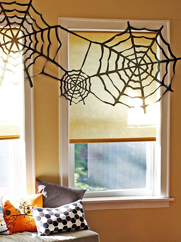 15 easy eco friendly diy halloween decorations trash bag spider webs solutioingenieria Choice Image