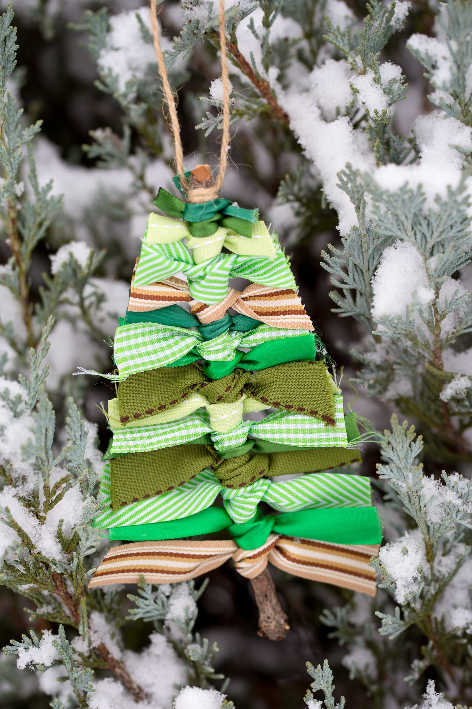 14 Christmas Decorations You Can Make With Things You Have ...