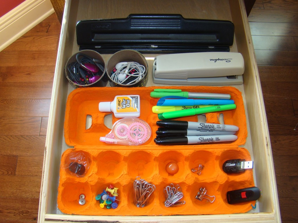 Egg cartons are awesome drawer organizers