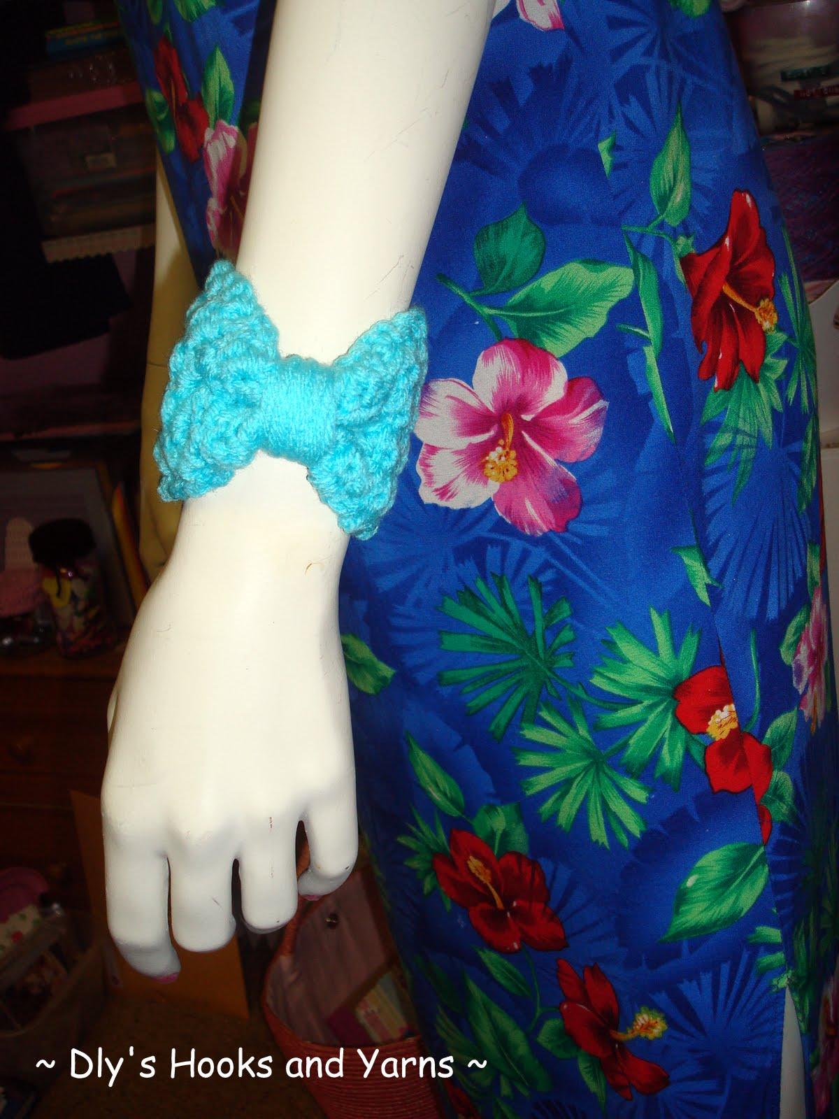 bow wrist cuff